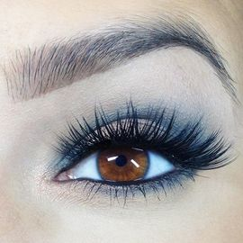 Icy blue eye shadow look navy smoky eye pastel blue eye makeup for spring long wearing eyeshadow by Mattify cosmetics with built in primer to absorb oil and stay crease-free all day navy eye liner looks with false lashes best eye shadow colors for brown eyes