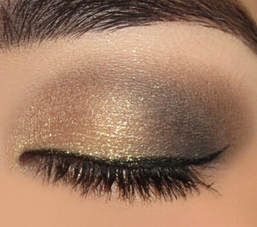 Sparkly gold eye shadow look for the holidays Mattify cosmetics long lasting eye makeup for oily eye lids the first eyeshadow with built in primer platinum silver smoky eye looks with winged eye liner